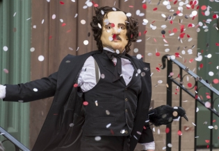 This faux Edgar Allen Poe has a secret weapon and it's a shocker.  (FOX)