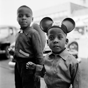 Chicago street kids. ©Vivian Maier/Maloof Collection.