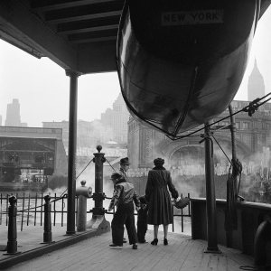New York City, circa 1955. ©Vivian Maier/Maloof Collection.