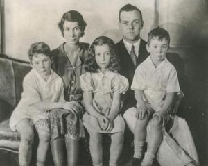 Dorothy Meserve Kunhardt with her husband Philip and three children. Photo: Kunhardt Family. Courtesy HBO.