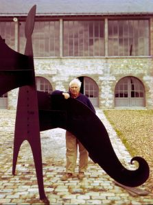 Sculptor Alexander Calder with his stabile in Sache, France, photographed by Pedro E. Guerrero. Photo: Pedro E. Guerrero Archives.