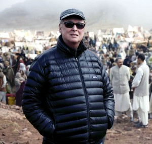Director Mike Nichols on the set of CHARLIE WILSON'S WAR, 2007. Photo: ©Universal/courtesy Everett Collection.