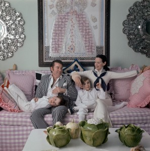 Gloria Vanderbilt Cooper relaxing with her family in her NYC apartment, circa 1972. Photo: Jack Robinson/Vogue. Courtesy HBO.