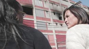 Detroit Prosecutor Kym Worthy and actress/ producer/advocate Mariska Hargitay confer during filming of I AM EVIDENCE. Photo courtesy HBO.
