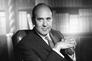 CARL REINER (1922-2020), circa 1962. Photo courtesy CBS via Getty Images.